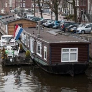 Amsterdam_-_house_on_the_water