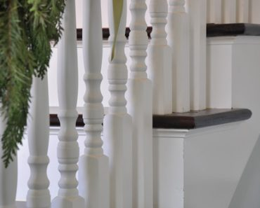 Craftsman style home -Traditional staircase