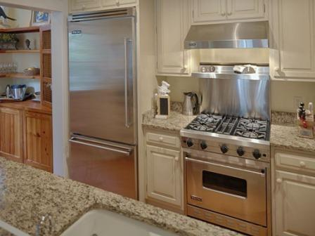 18 S Drayton St, Bluffton, SC galley kitchen