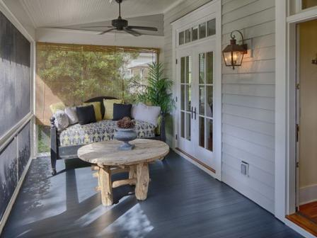 Bungalow screened in porch