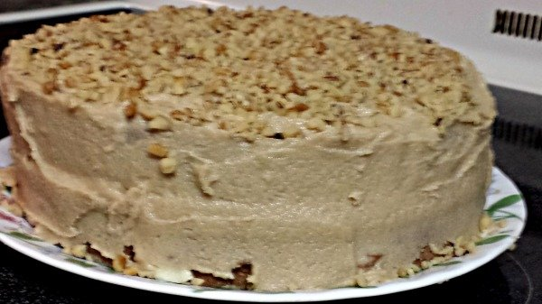Banana cake with walnut topping