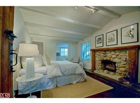 Jean Harlow estate cottge bedroom