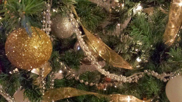 gold ribbon christmas tree decorating - Silver And Gold Christmas Tree Decorations
