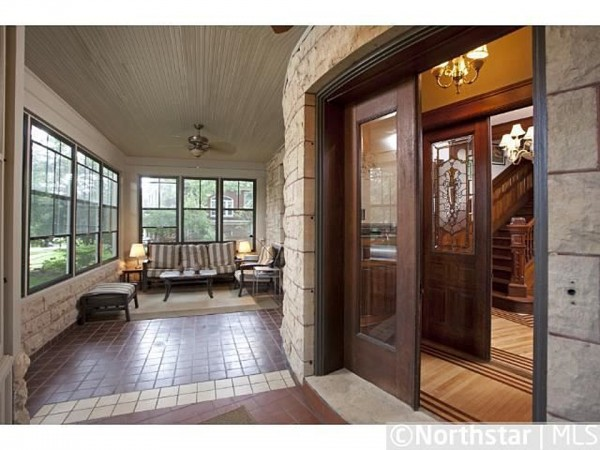 Screened in porch 2014 Kenwood Pkwy Minneapolis MN for sale
