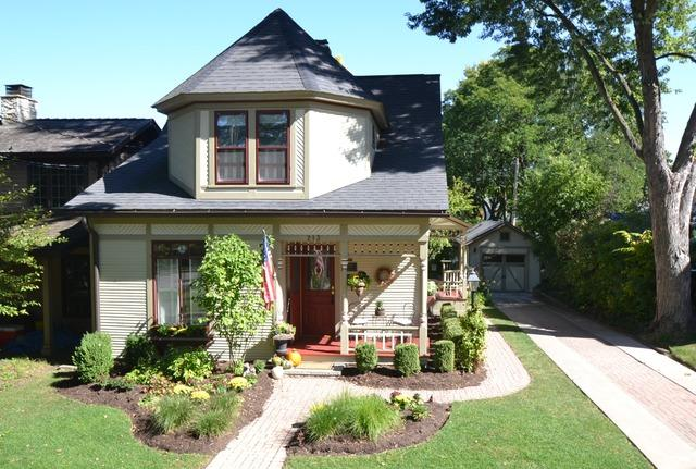 Charming Queen Anne Cottage in Geneva IL