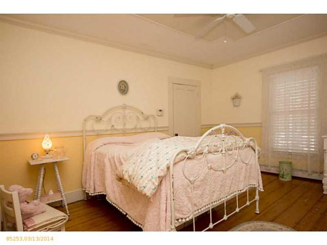 Bedroom Colonial house in Bath ME for sale
