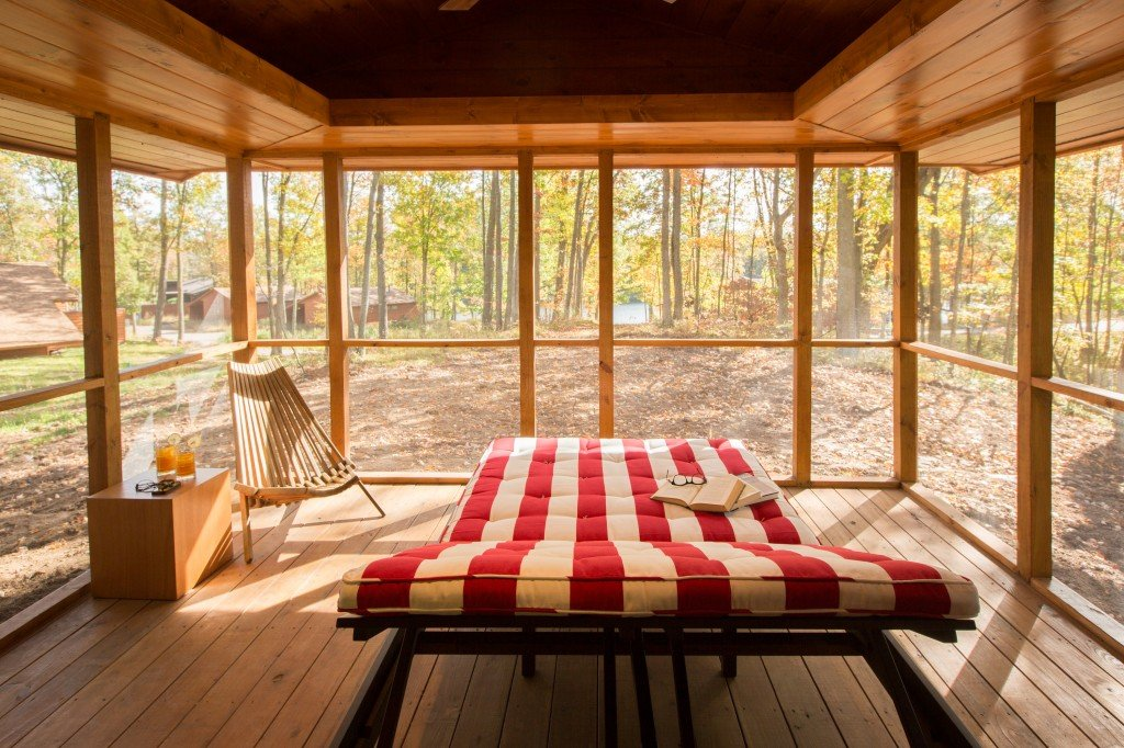 Canoe Bay ESCAPE screened-in porch