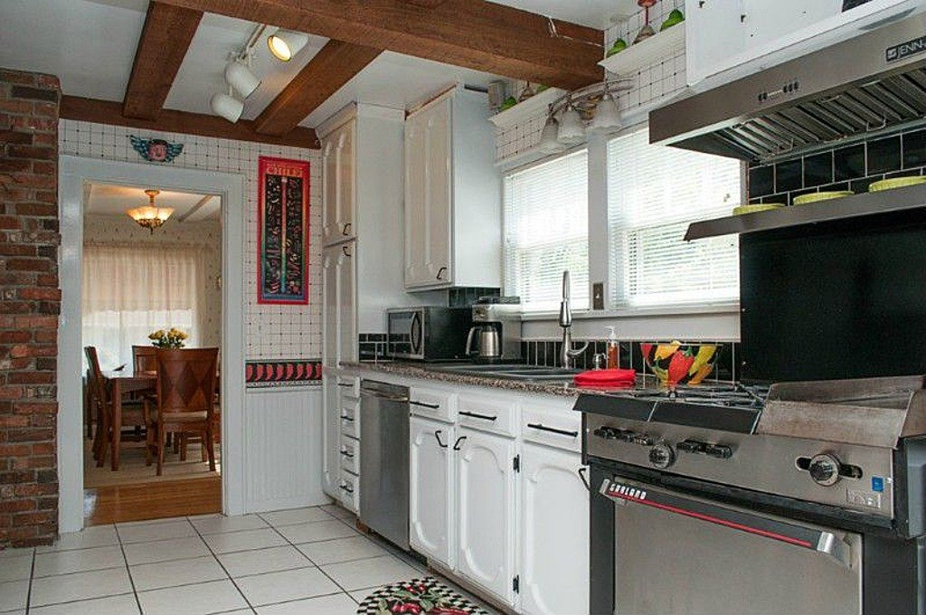 Kitchen 2935 Sunset Dr, Bellingham, WA