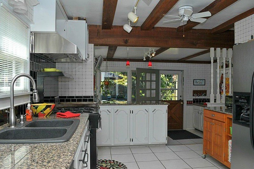 kitchen cabinets com 1927 historic home has delightful gardens 2935