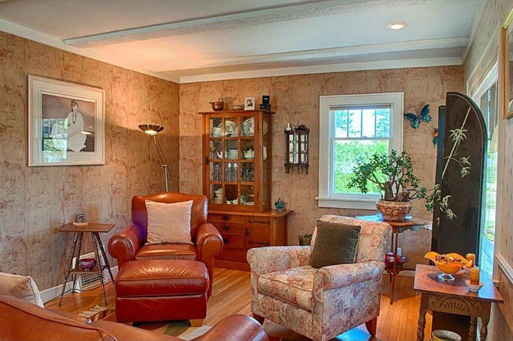 Living area 2935 Sunset Dr Bellingham WA for sale