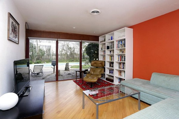 Mid century modern house for New modern homes for sale in houston