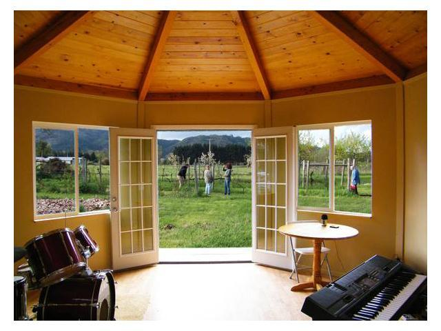 Tiny Yurt Cabin interior