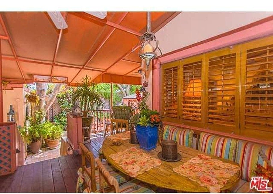 Dolly Parton LA home for sale built-in seating