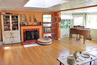 Living area 4335 NE Sumner St Portland, OR