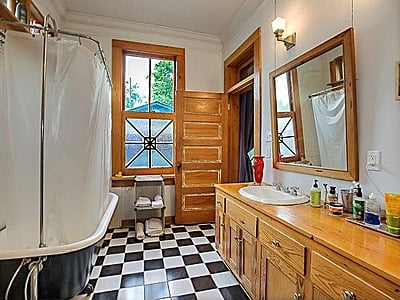 Bathroom Baton Rouge LA shotgun cottage for sale