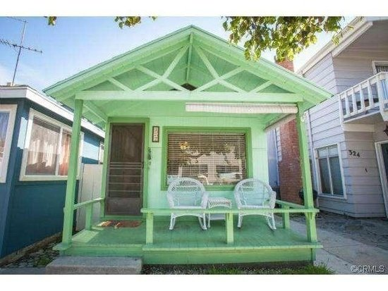 Beach Cottage in Avalon CA MLS Listing