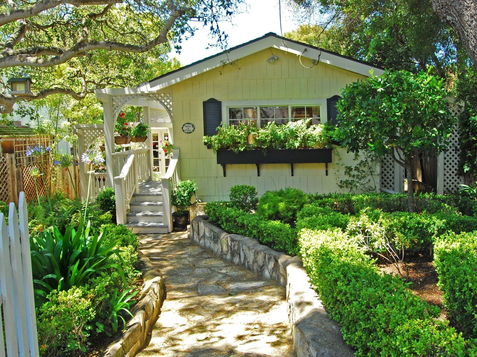 10 cottage homes with curb appeal for The cottage house