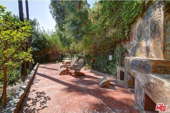 Patio 8707 Sunset Plaze Hollywood Hills CA - Zillow