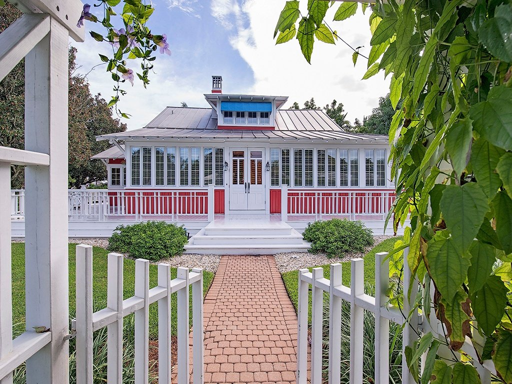 Restored old house for sale darling 1921 cottage for Victorian homes for sale in florida