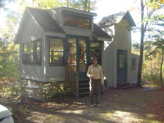 tiny cabin just steps from lake michigan rh housekaboodle com michigan cabins for sale michigan cottages for sale lakefront