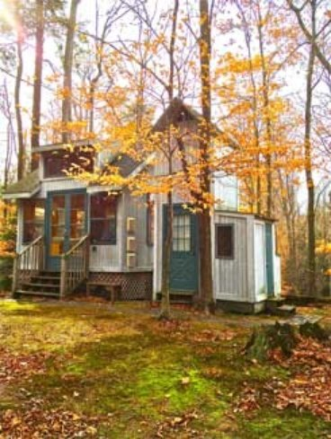 Tiny cabin just steps from lake michigan for Cottage builders in michigan