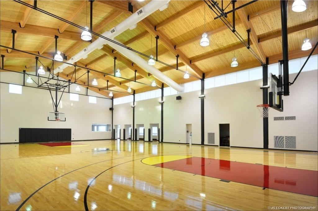 Michael jordan mansion in highland park il for Design indoor basketball court