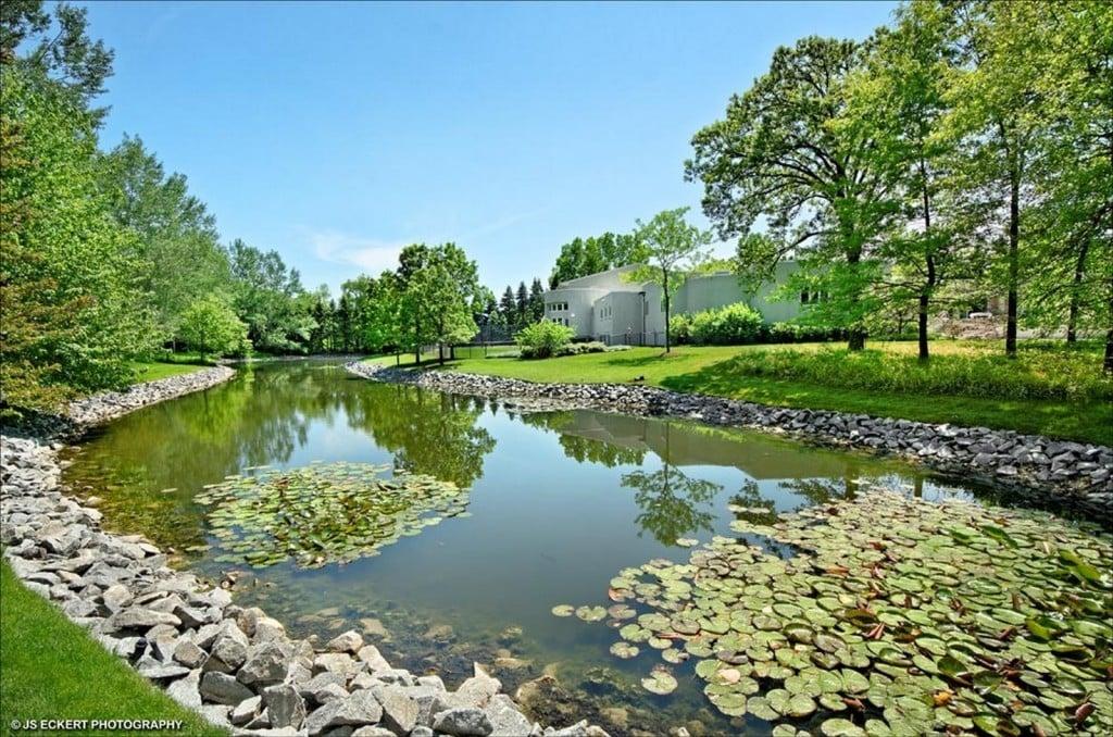 Michael Jordan 2700 Point Drive Highland Park IL mansion for sale