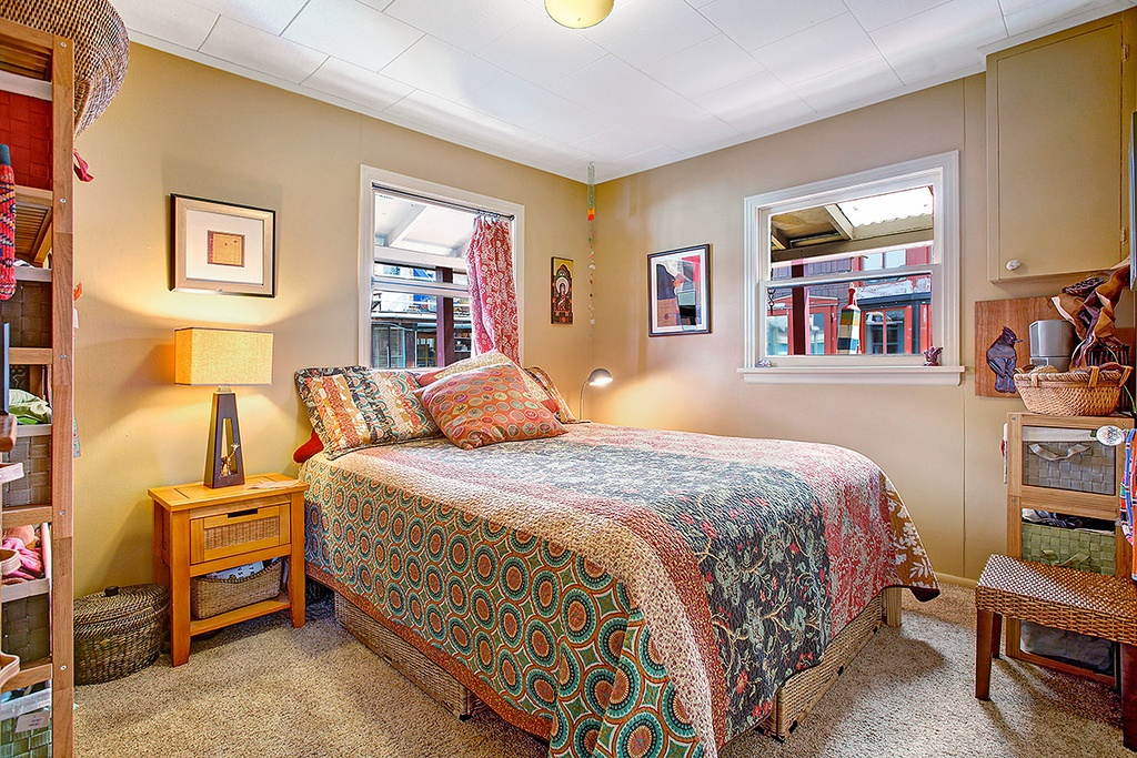 Floating Home in Seattle WA for sale 2017 Fairview Ave E Unit - bedroom