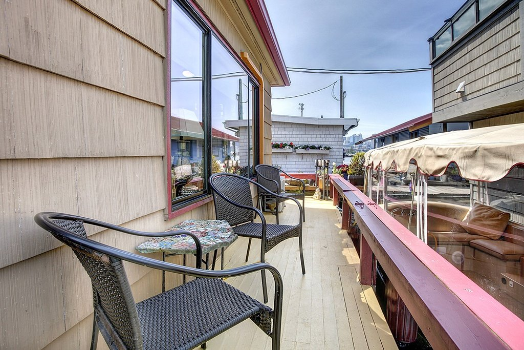 Floating Home in Seattle WA for sale 2017 Fairview Ave E Unit - deck