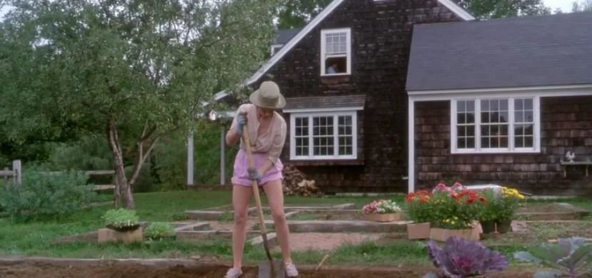 Elizabeth Farmer finds a body in the garden Funny Farm movie scene