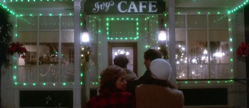 Ivy's CAFE decorated for Christmas