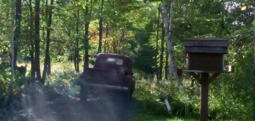 Redbud's postman races by the Farmer's mailbox - Funny Farm movie