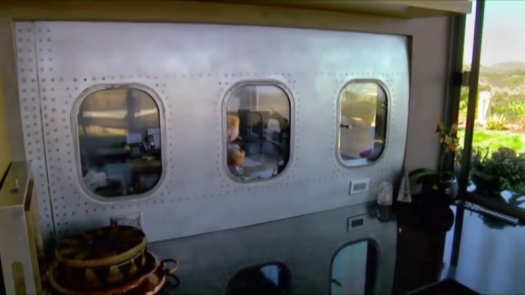 Wing-House-made-out-of-old-747-plane-1024x576 Guest House Made Out Of A Plane on a house as a plane, house built into a plane, han formed into a plane, home made air plane, house made of hay,