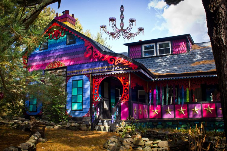Kat OSullivan, Calico house painted in an explosion of rainbow colors