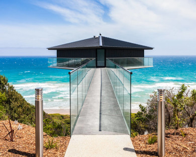 The Pole House in Australia – Take an Adventure to the Edge of the Ocean