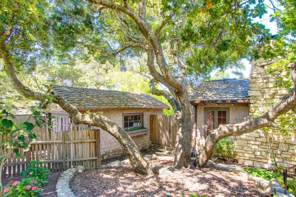 Charming Fairy tale house - carmelrealty carmel by the sea