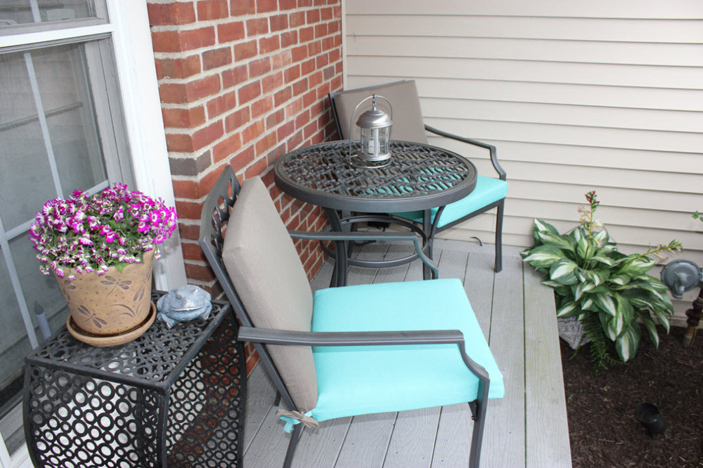 Townhouse Home Tour - Front Porch Patio Bistro set by Sassy Townhouse Living - Housekaboodle