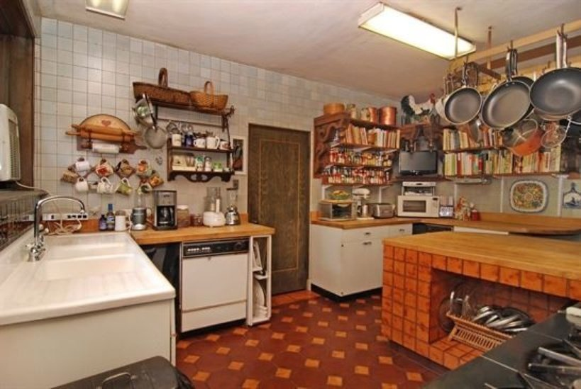 Kitchen photo inside Lake Forest IL house for sale