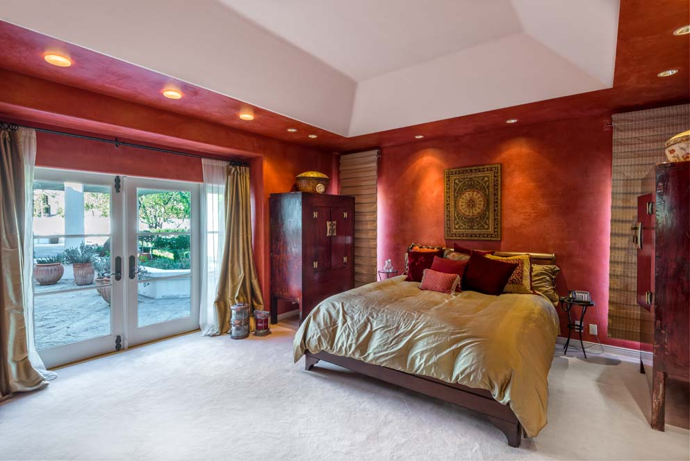 Bedroom inside Celebrity Jeri Ryan's house