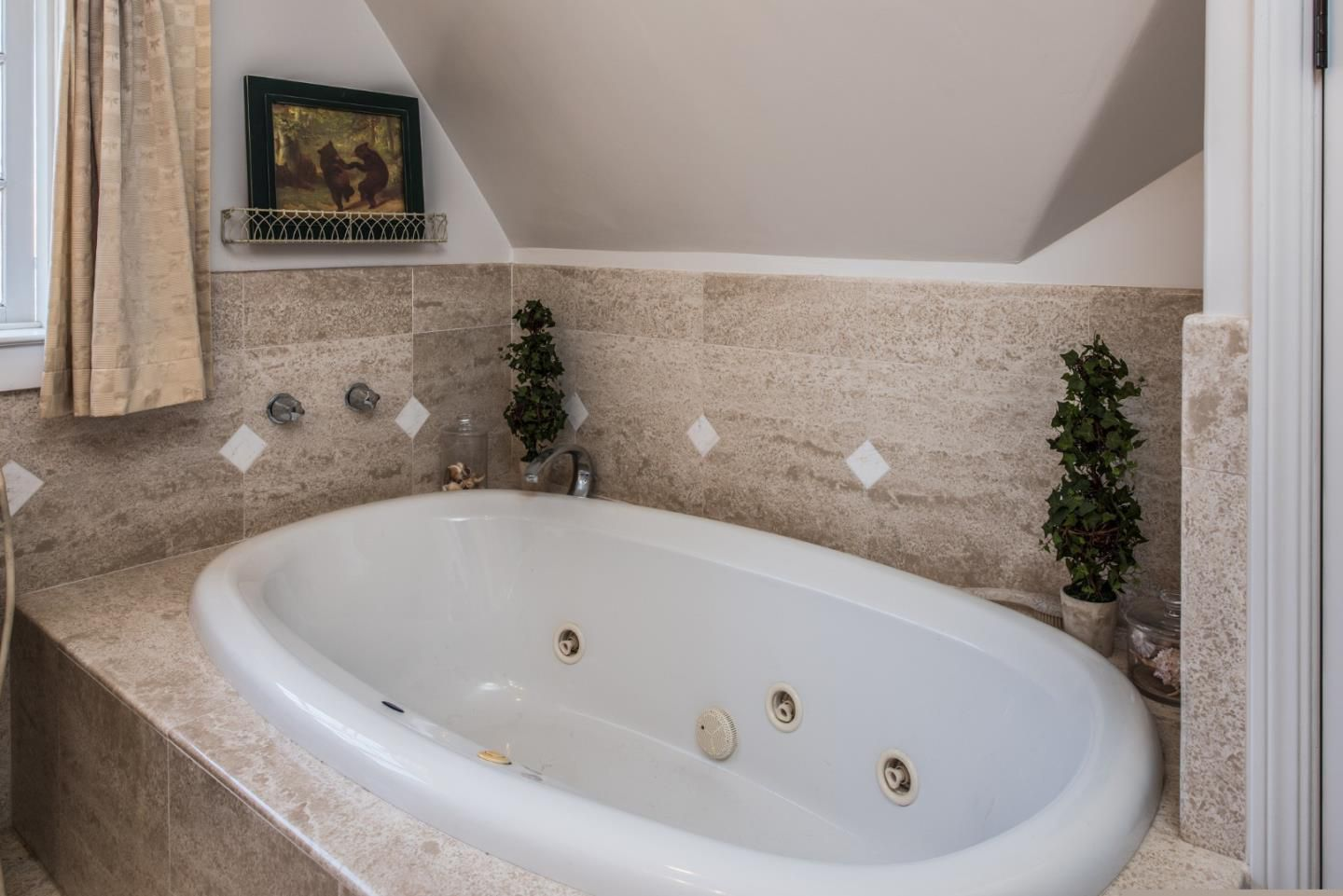 950 14th St, Pacific Grove, CA for sale in Candy Cane Lane neighborhood - cottage style master bath with jet tub
