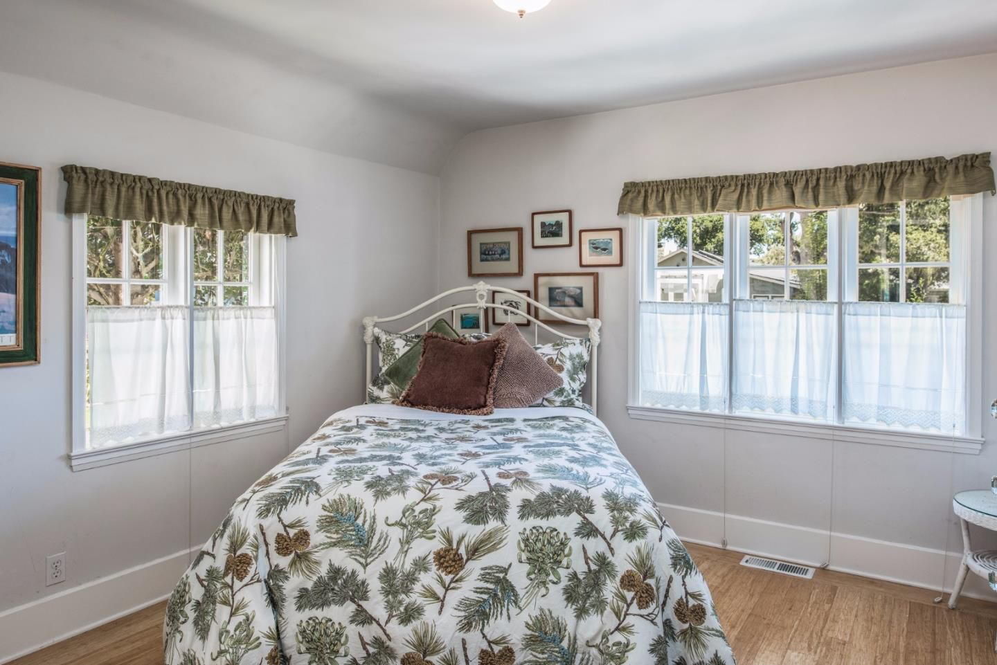 950 14th St, Pacific Grove, CA for sale in Candy Cane Lane neighborhood - second bedroom