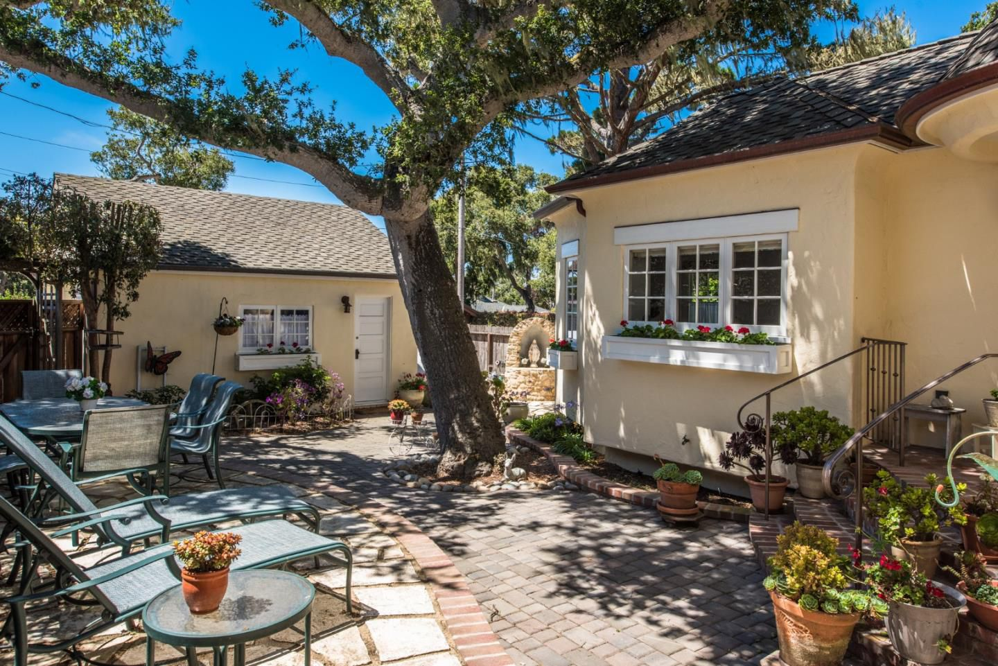 950 14th St, Pacific Grove, CA for sale in the Candy Cane Lane neighborhood