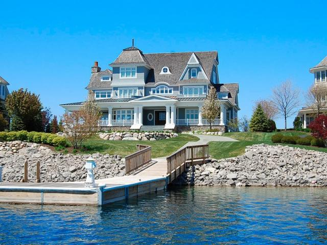 Home Tour – A Lake Michigan Cottage