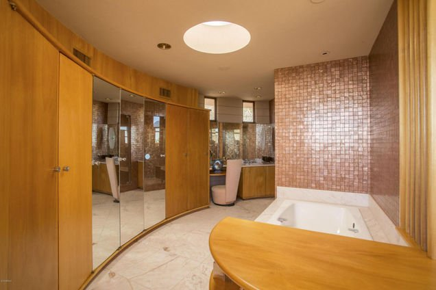 Bath - Frank Lloyd Wright style in this Phoenix AZ home for sale.
