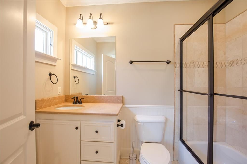 Bath inside Craftsman home for sale in Atlanta GA