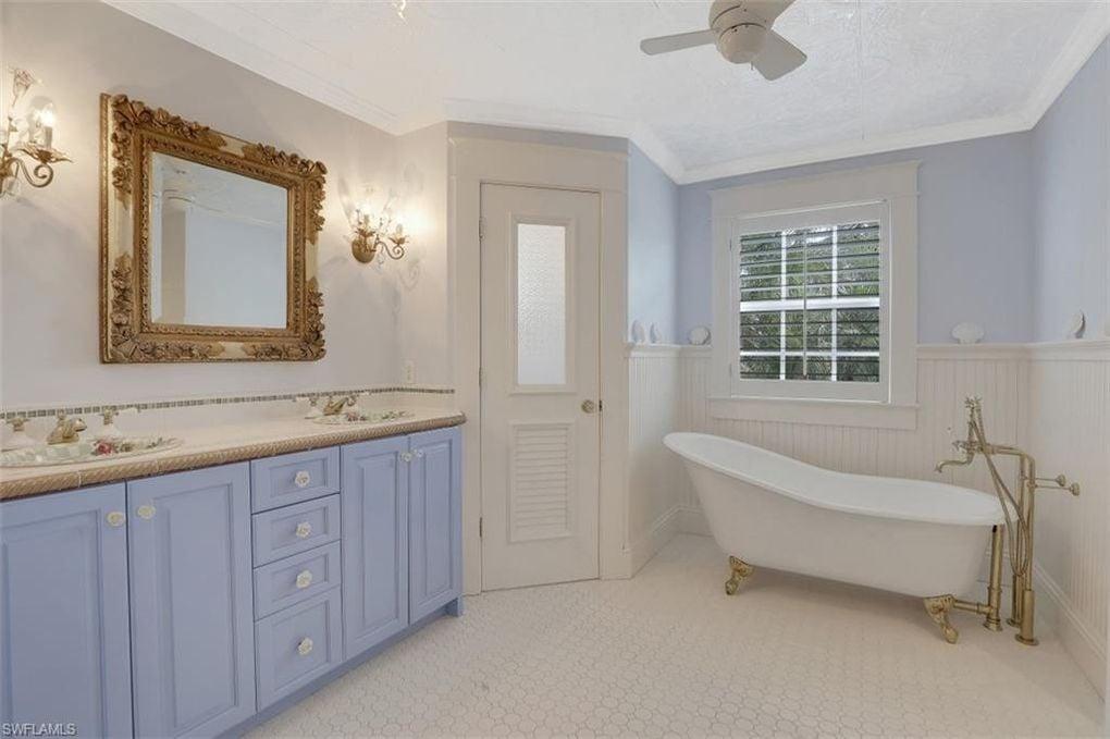 Bathroom Naples Fl house for sale.