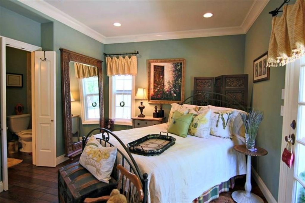 Bedroom - Sacramento, CA home recently sold. Beautiful grounds, patio, pool. Inside is stunning.