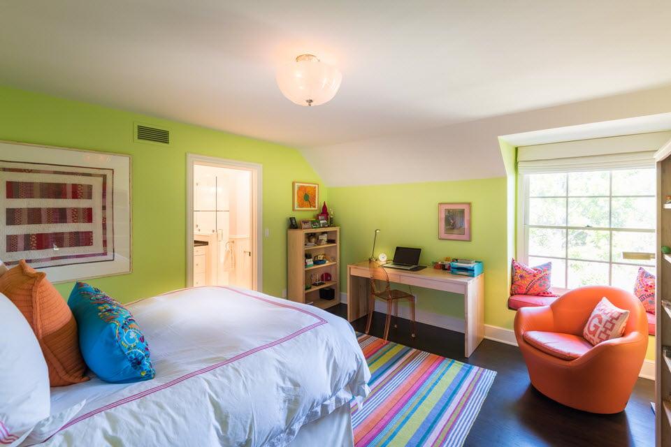 Bedroom with windowseat