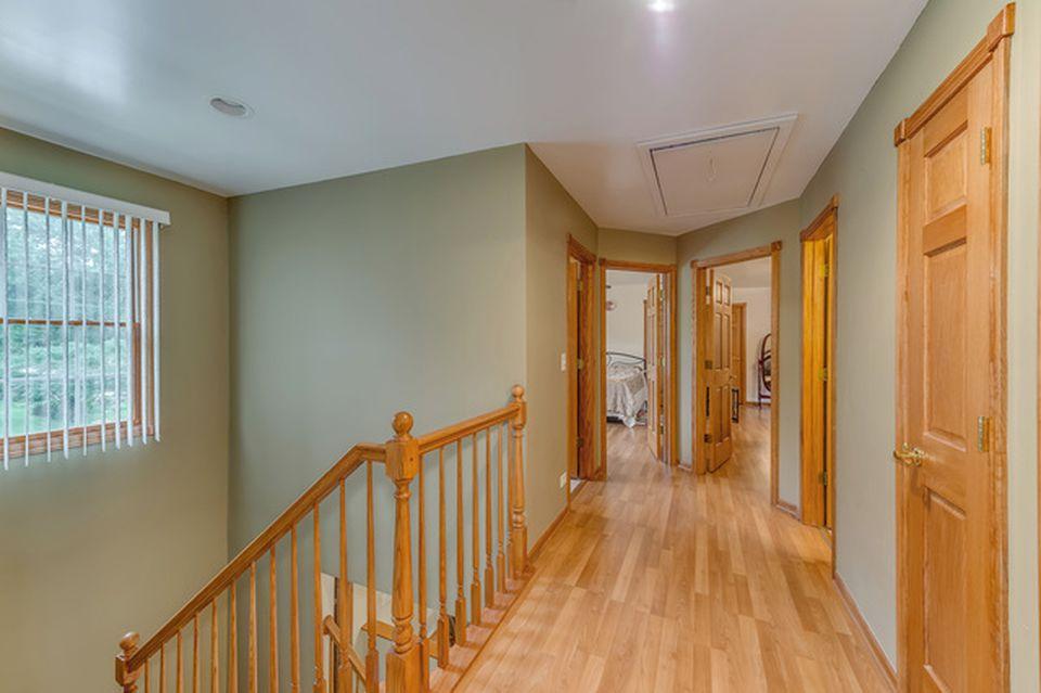 Belushi childhood home 904 E Elm St Wheaton IL for sale- Bathroom jpg