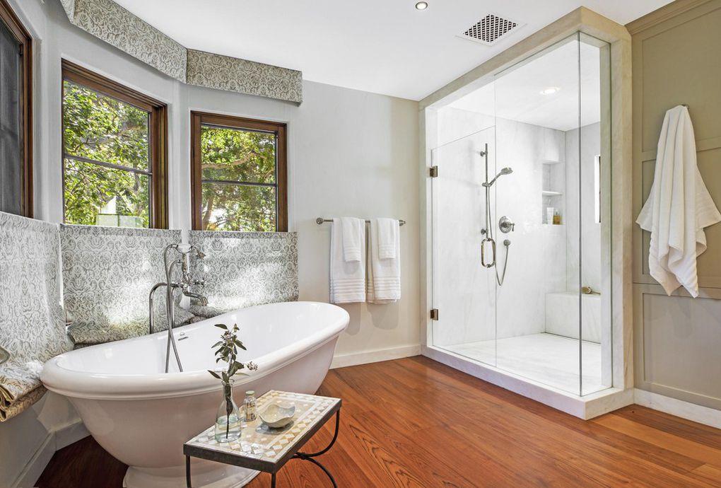 Breezy bathroom - Jeff Bridges Montecito Ca house for sale